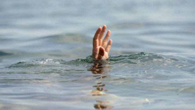 Утопающий, рука
