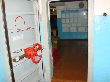 дверь в бомбоубежище