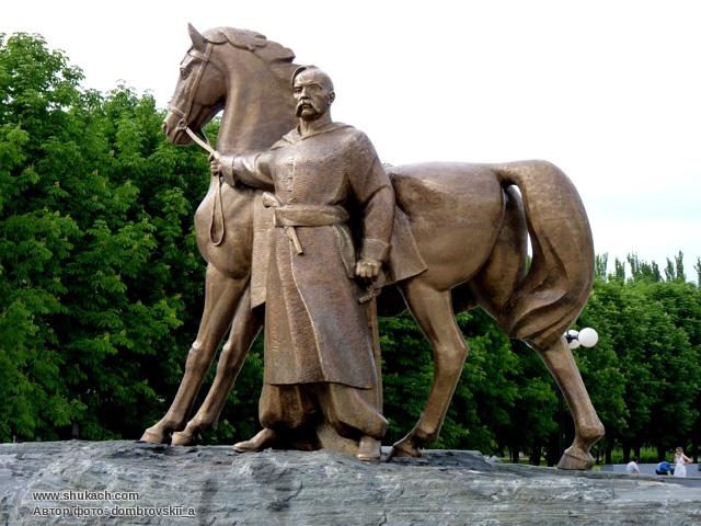 Памятник козаку