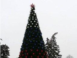 елка украшенная